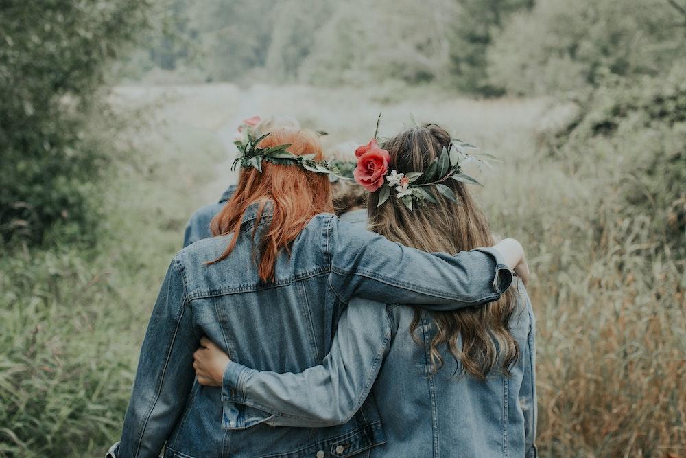 best-friend-flowers-girls-jean